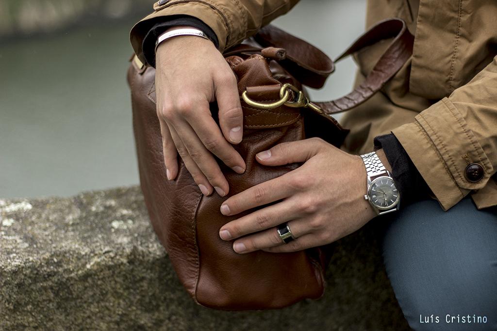 Bag: Billy Bag London | Ring: Calvin Klain | Bracelet: Massimo Dutti | Style: Luís de Oliveira | Photo: Luís Cristino